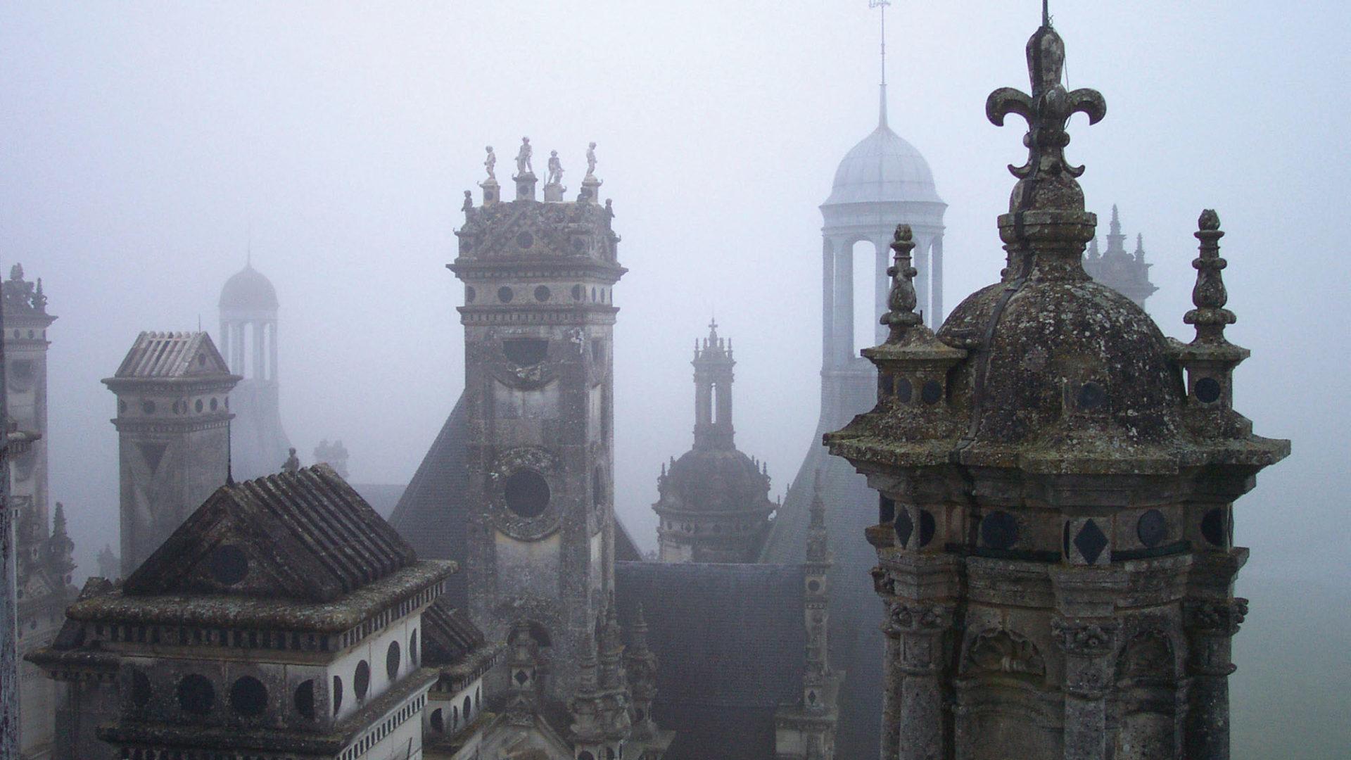 Les fosses apparentées : tours Sud, Est et Ouest